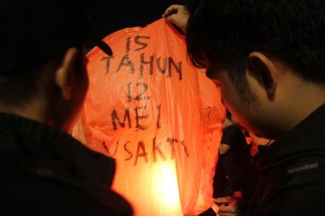 Pelepasan Lampion pada Peringatan Tragedi Trisakti 1998